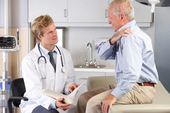Как врач определяет разрыв связок плечевого сустава