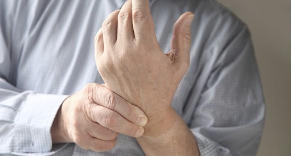 От чего болят суставы рук и ног