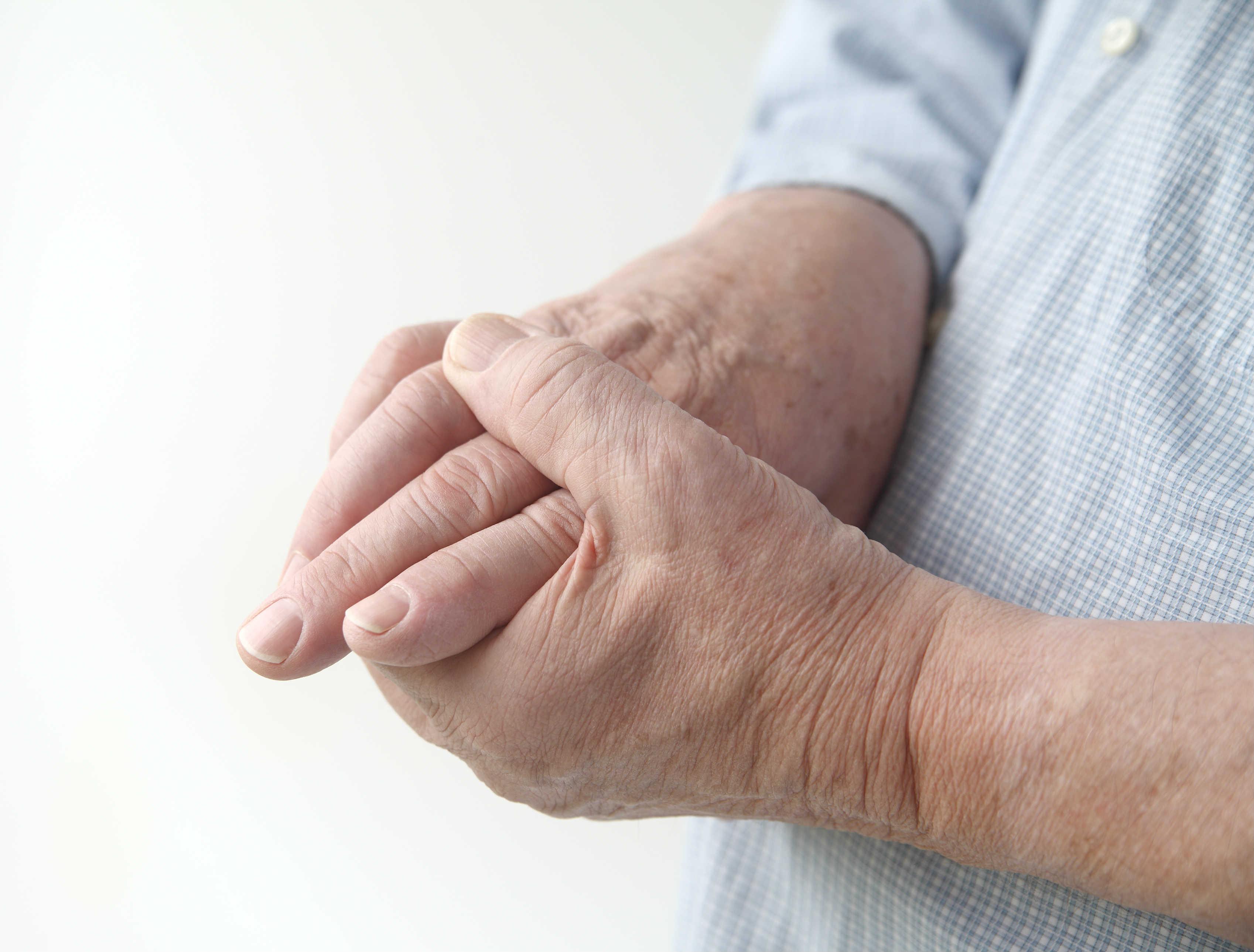 Болят мелкие суставы на руках и ногах предплюсне-плюсневый сустав 1-го пальца стопы