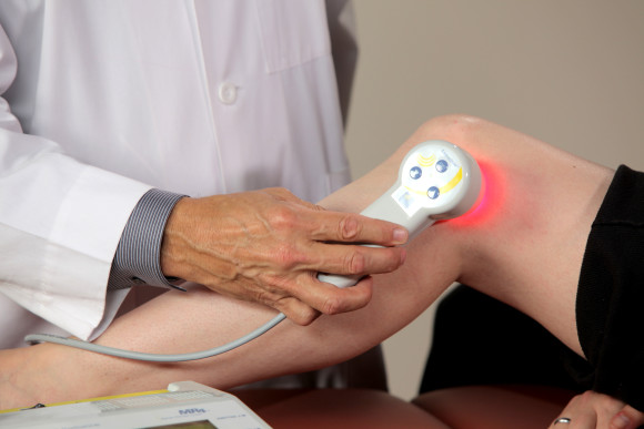 В лечении суставов широко применяют физиопроцедуры